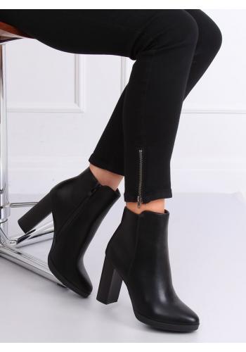 Dámské kotníkové kozačky na stabilním podpatku v černé barvě