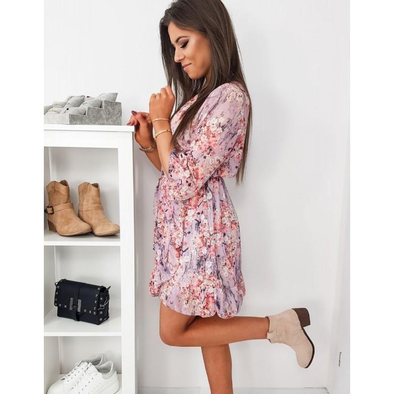 Dámské květované šaty s volánem v světle růžové barvě