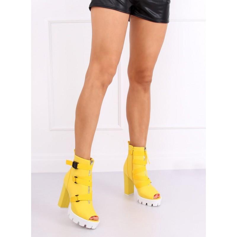 Dámské stylové kozačky na podpatku ve žluté barvě