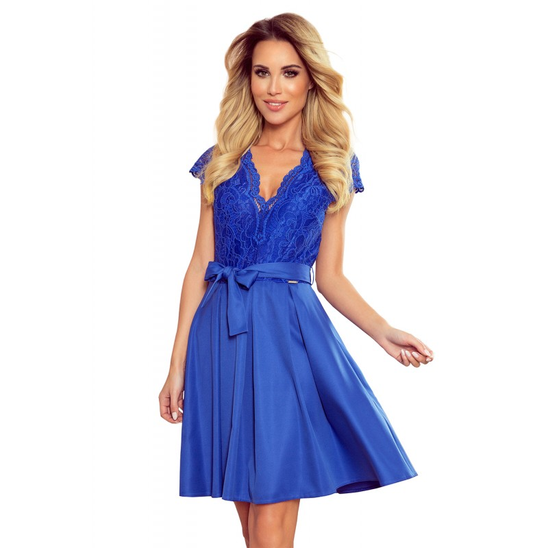 Rozšířené dámské šaty modré barvy s krajkou