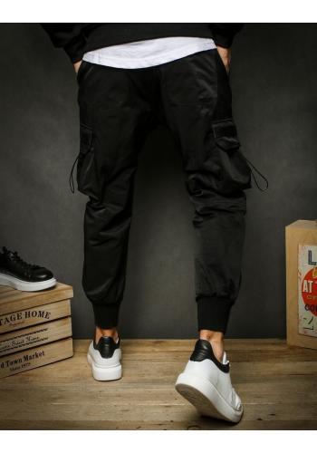 Černé sportovní kalhoty s kapsami na stehnech pro pány