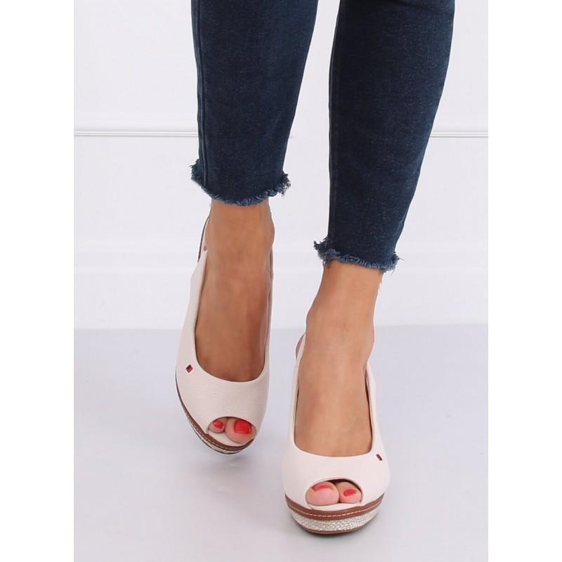 Dámské plátěné sandály s klínovým podpatkem v béžové barvě