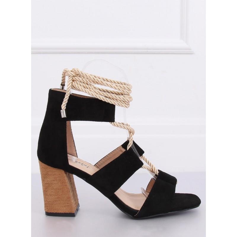 Semišové dámské sandály černé barvy na podpatku s vázáním