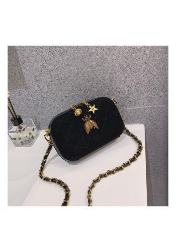 Prošívaná dámská kabelka černé barvy s ozdobou