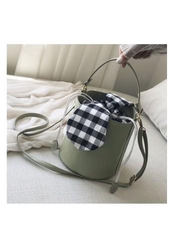 Stylová dámská kabelka zelené barvy v podobě košíku