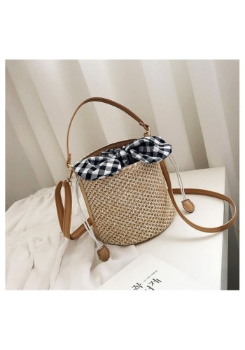 Proutěná dámská kabelka v podobě košíku
