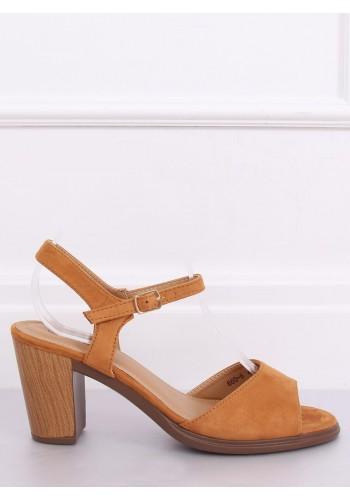 Semišové dámské sandály hnědé barvy na dřevěném podpatku