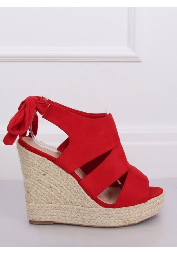 Dámské semišové sandály na klínovém podpatku v červené barvě