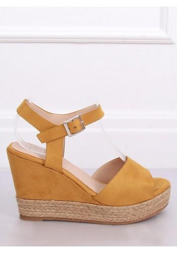 Dámské semišové sandály na klínovém podpatku ve žluté barvě