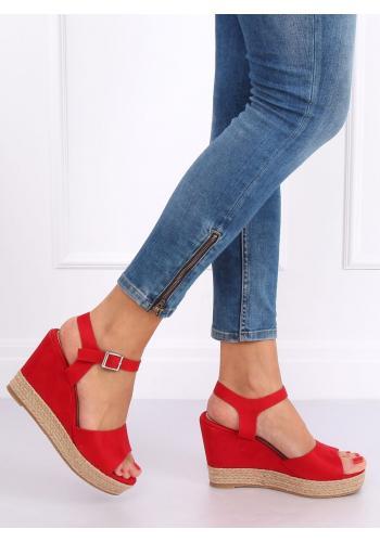 Semišové dámské sandály červené barvy na klínovém podpatku