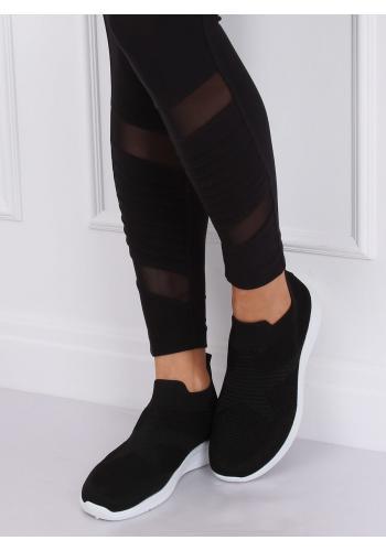 Nazouvací dámské tenisky černé barvy s pružnou podrážkou