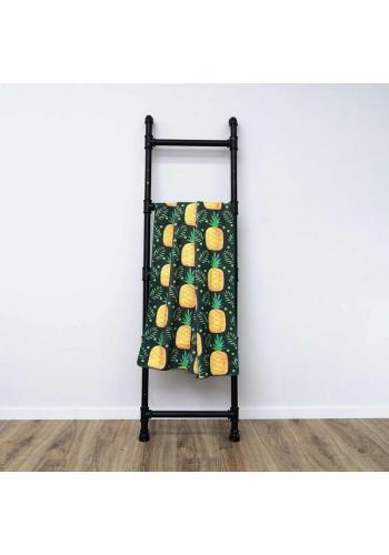 Plážový ručník černé barvy s motivem ananasu