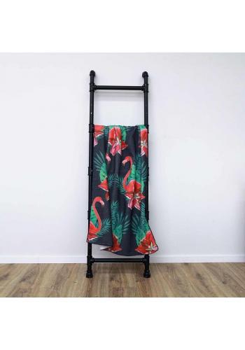 Plážový ručník černé barvy s motivem plameňáků