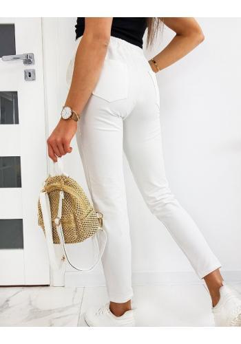 Stylové dámské kalhoty bílé barvy se záhyby