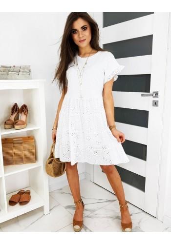 Volnější dámské šaty bílé barvy s ažurovým vzorem