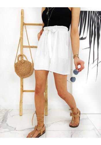 Pohodlné dámské kraťasy bílé barvy s vysokým pasem
