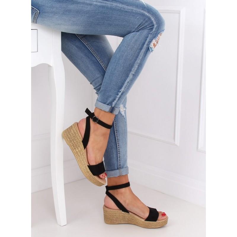 Černé semišové sandály s klínovým podpatkem pro dámy