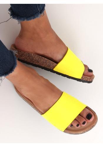 Semišové dámské pantofle žluté barvy na korkové podrážce