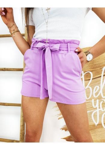 Pohodlné dámské kraťasy fialové barvy s nařasením v pase