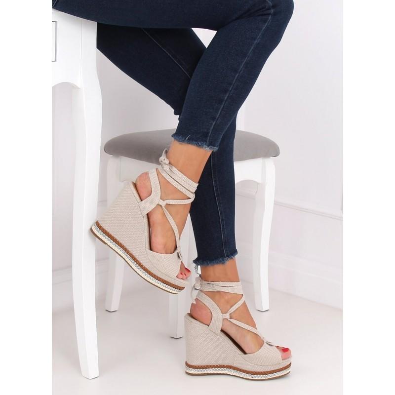 Dámské stylové sandály s klínovým podpatkem v béžové barvě