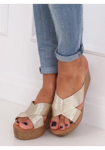 Metalické dámské pantofle zlaté barvy s klínovým podpatkem