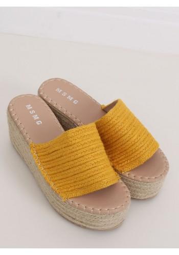 Letní dámské pantofle žluté barvy s klínovým podpatkem