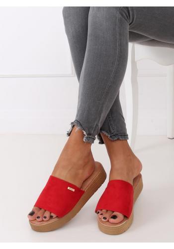 Semišové dámské pantofle červené barvy s klínovým podpatkem