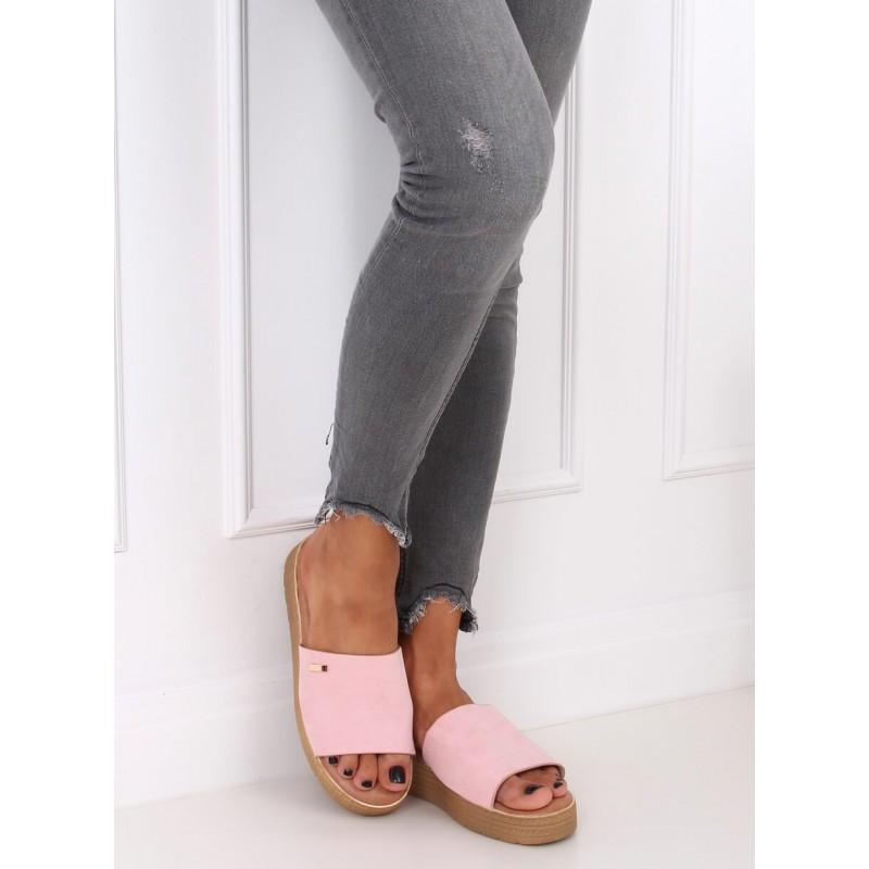 Semišové dámské pantofle růžové barvy s klínovým podpatkem