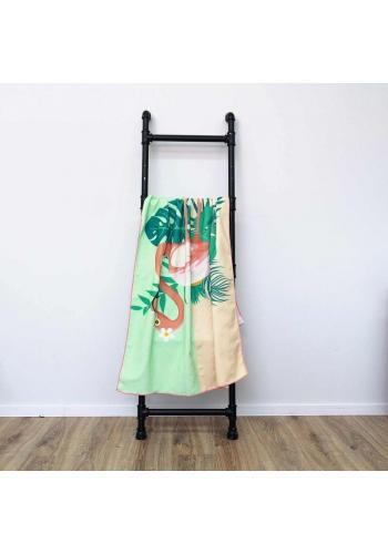 Barevný plážový ručník s motivem plameňáka