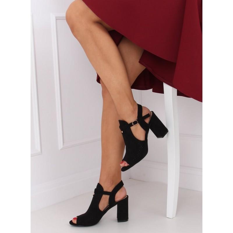 Dámské ažurové sandály na stabilním podpatku v černé barvě