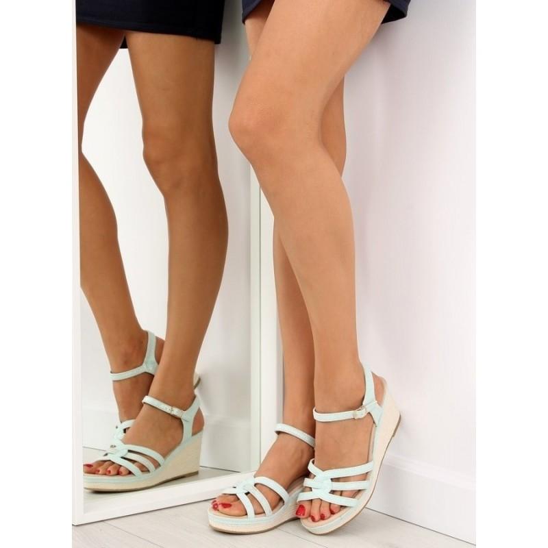 Semišové dámské sandály béžové barvy na nízké platformě