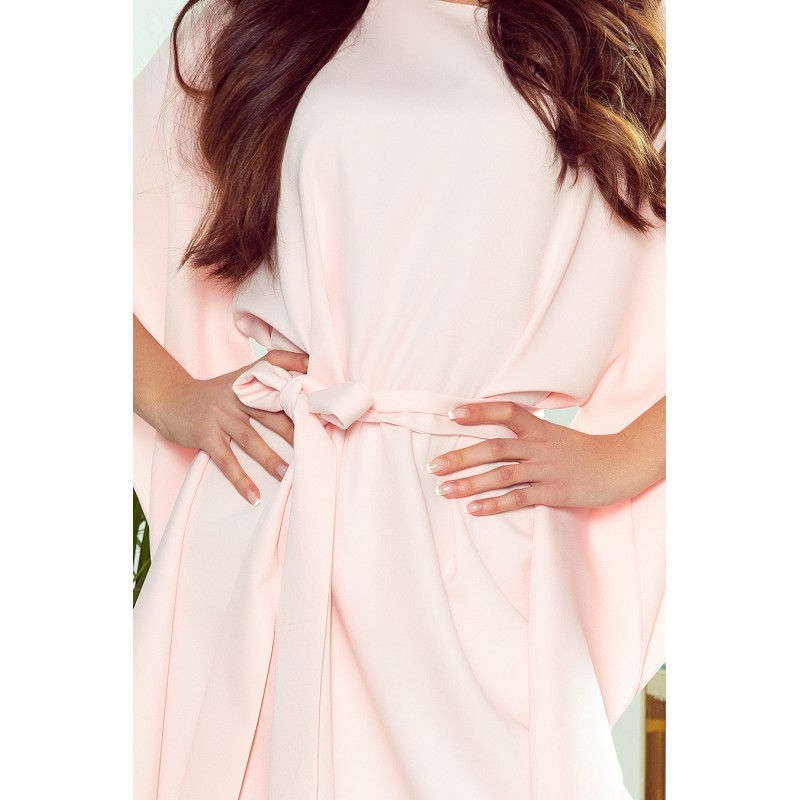 Dámské módní šaty s páskem v pastelově růžové barvě