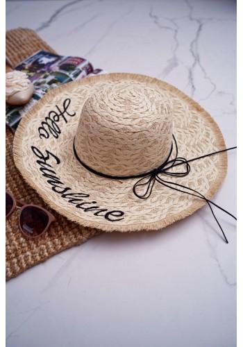 Slaměný dámský klobouk béžové barvy s nápisem Hello Sunshine
