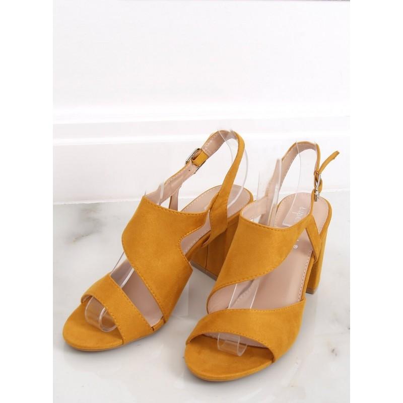 Žluté semišové sandály na stabilním podpatku pro dámy
