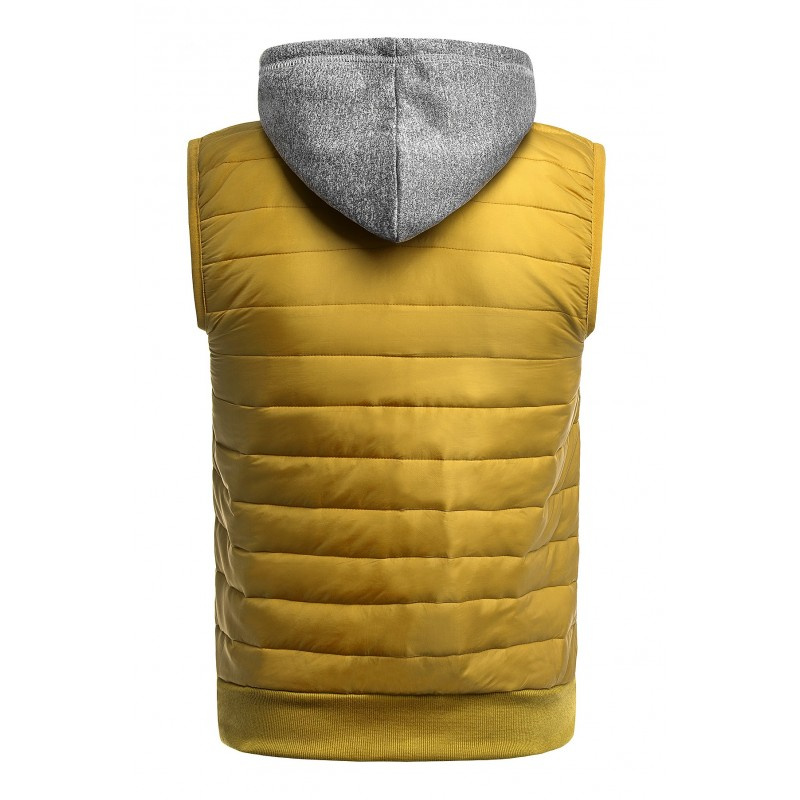 Pánská oteplená vesta s kapucí ve velbloudí barvě