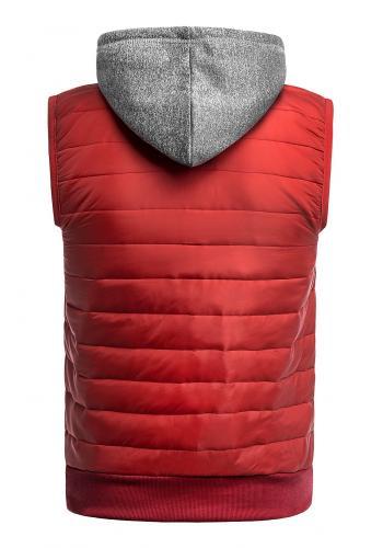 Oteplená pánská vesta červené barvy s kapucí