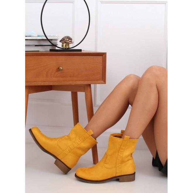 Semišové dámské kozačky žluté barvy