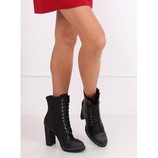 Dámské stylové kozačky na stabilním podpatku v černé barvě