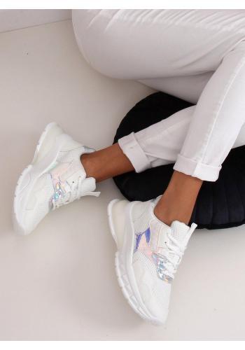 Sportovní dámské tenisky bílé barvy s masivní podrážkou