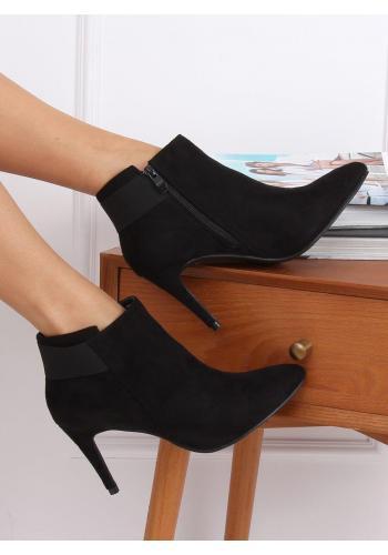 Dámské semišové boty na štíhlém podpatku v černé barvě