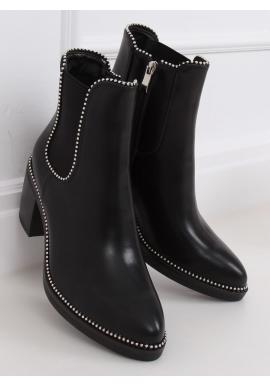 Lícové dámské kozačky černé barvy se širokým podpatkem