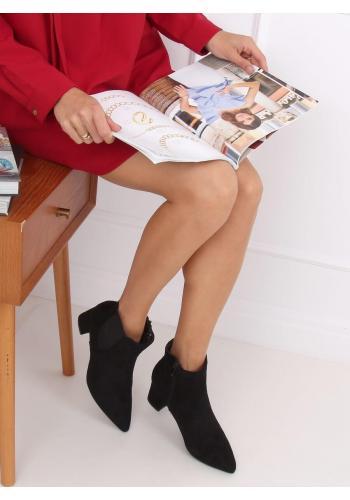 Semišové dámské kozačky černé barvy s nízkým podpatkem