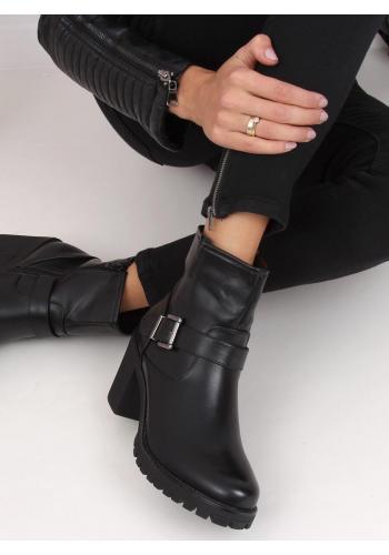 Kotníkové dámské kozačky černé barvy se širokým podpatkem