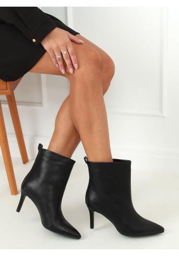 Lícové dámské boty černé barvy na štíhlém podpatku