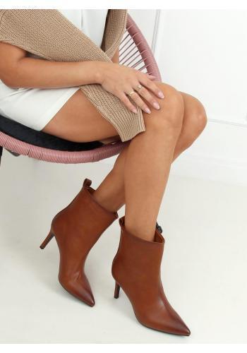 Hnědé lícové boty na štíhlém podpatku pro dámy