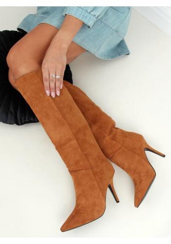 Hnědé semišové kozačky na štíhlém podpatku pro dámy