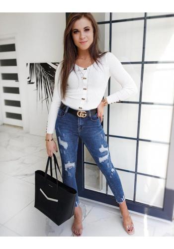 Přiléhavý dámský svetr bílé barvy s ozdobnými knoflíky
