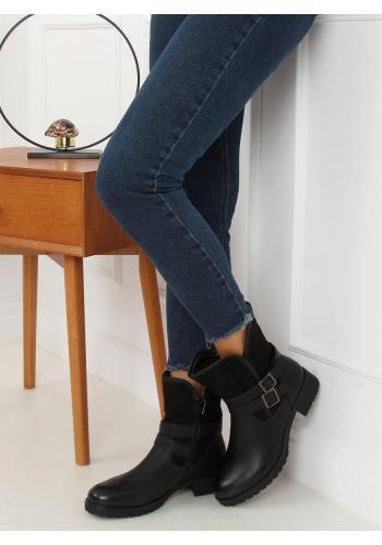 Módní dámské kozačky černé barvy s přezkami