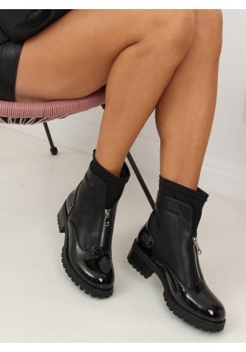 Lakované dámské boty černé barvy se stříbrným zipem