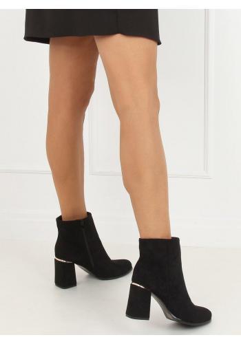 Černé semišové kozačky na širokém podpatku pro dámy